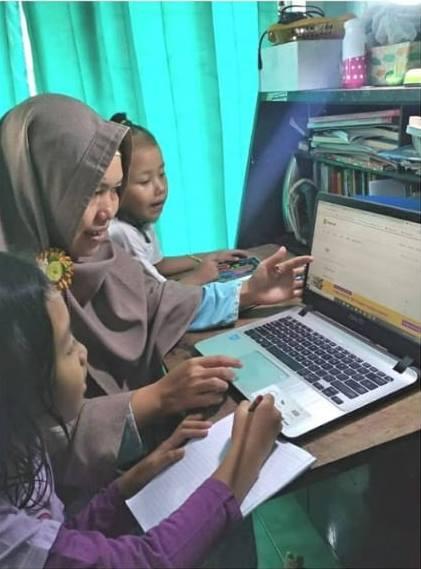 mengenalkan anak pada literasi digital
